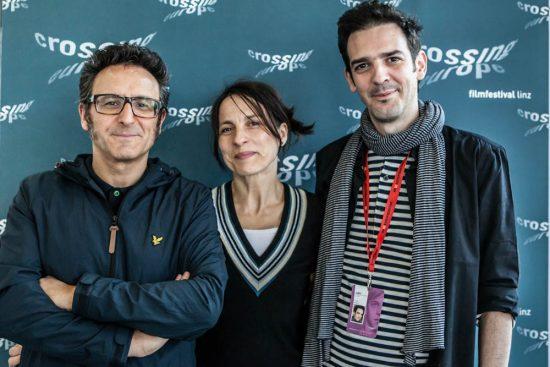 José Luis Cienfuegos (izq) junto con Pascale Ramonda y Petar Mitric en el Festival de Linz