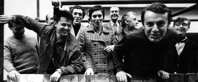 De izq. a der.: Ivan Passer, Jaromil Jires, Hynek Bocan, Pavel Jurácek, Antonin Mása, Vera Chytilová, Jan Nemec, Evald Schorm, Milos Forman y Jiri Menzel.