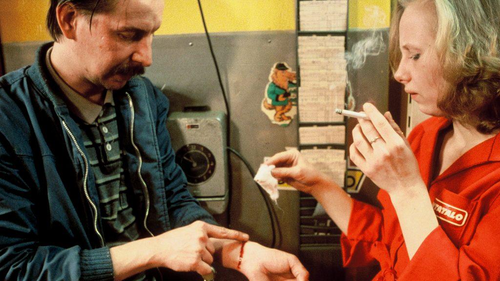 Kati Outinen y Matt Pellonpää en Sombras en el Paraíso (1986)