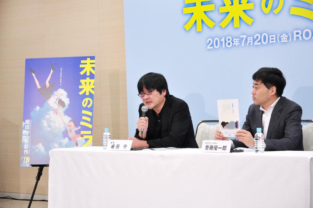 Mamoru Hosoda en una presentación de Mirai, mi hermana pequeña en Japón