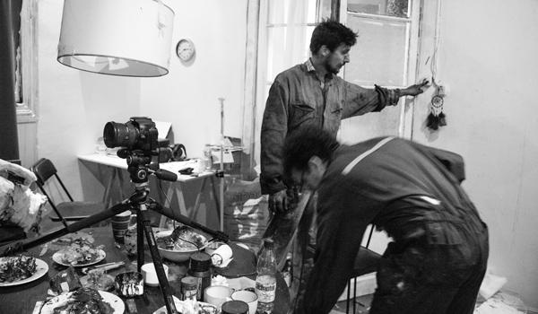 Cristobal León y Joaquín Cociña trabajando en La casa lobo - Revista Mutaciones