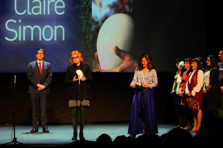 Claire Simon recibiendo el Mikeldi de Honor - Revista Mutaciones