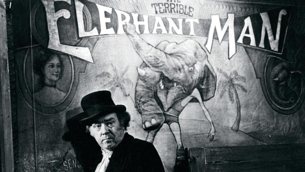 El hombre elefante Freddie Jones